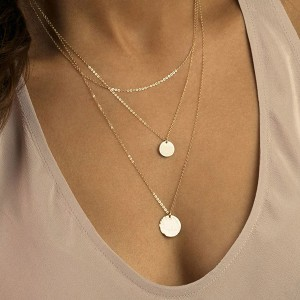 Silver disc pendant necklace
